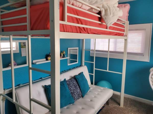 Photo Twin White metal loft bed - $60 (Pueblo)