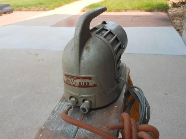 Photo Vintage Air-Brush Compressor - $25 (Aurora)
