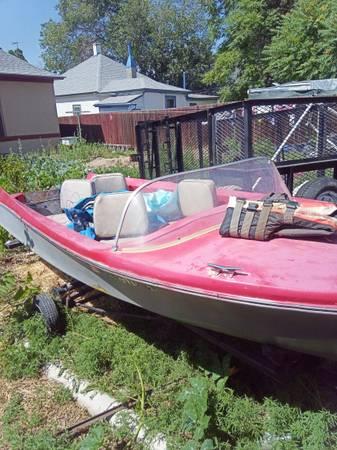 Photo Vintage little boat needs motor - $400 (Pueblo)