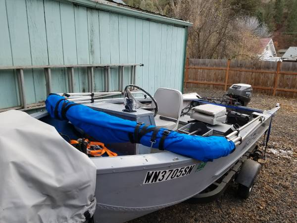Photo 14 ft alluminum fishing boat - $2500 (colfax)
