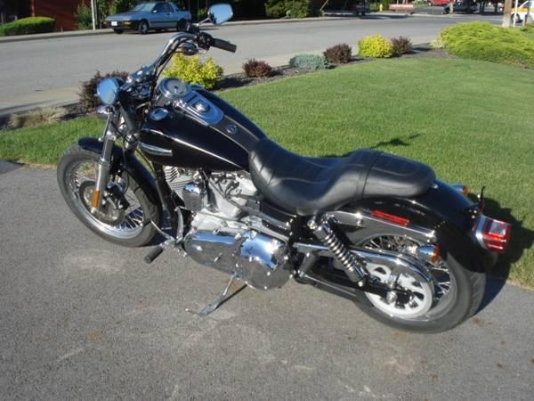 Photo 2009 Harley Davidson Dyna Super Glide Custom Vivid Black 1,765 Miles - $8,995 (Spokane Valley)