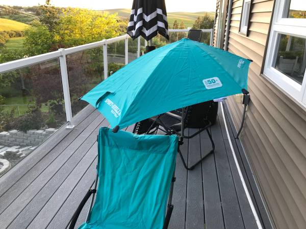 Photo Beach chairs with attachable umbrellas $65 - $65 (Pullman)