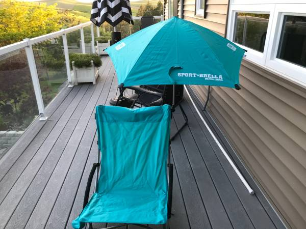 Photo Beach chairs with removable unbrellas - $40 (Pullman)