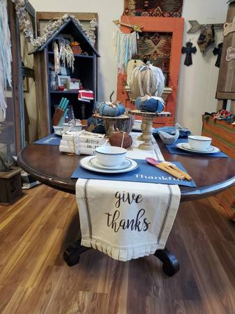 Photo Gorgeous Pottery Barn Dining Table - $599 (Colfax)