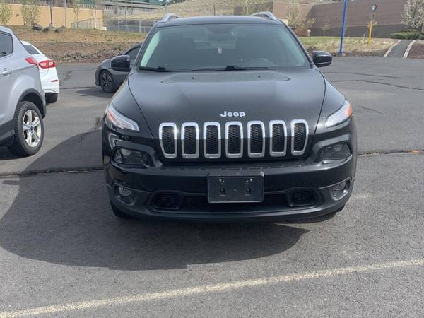 Photo Jeep Cherokee Latitude - 2017  One Owner, Local Trade, Clean Autocheck - $23,998 (Pullman)