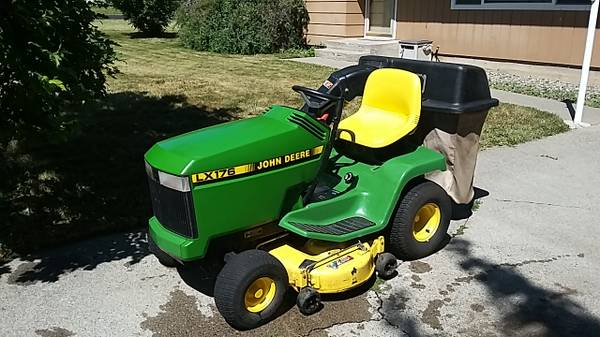 Photo John Deere LX176 riding mower - $1500 (Moscow)