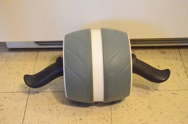 Photo Perfect Fitness Ab Carver Roller - $10 (Pullman)