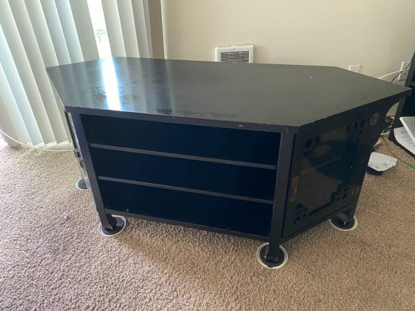 Photo Pier I corner tv stand - $100 (Moscow)