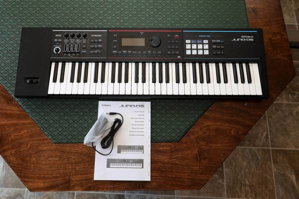 Photo Roland JUNO-DS61 61-key Synthesizer - $600 (Pullman)