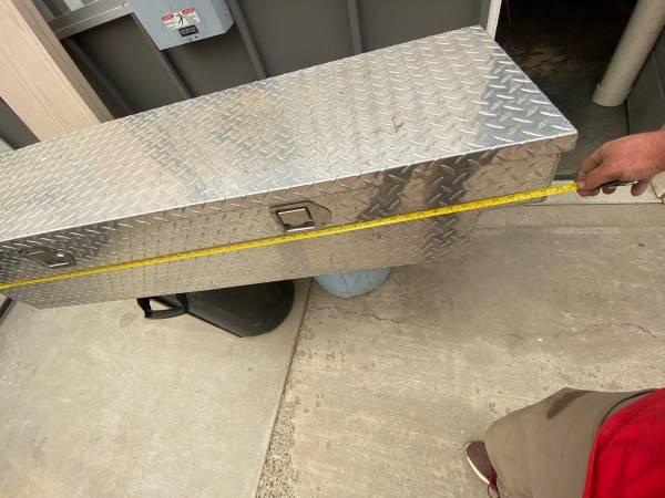 Photo Small truck cross body tool box - $75 (PULLMAN)