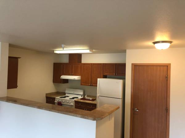 Photo The living is easy at Tomason Place II Apartments Comfortable 2 bed2 (Pullman)
