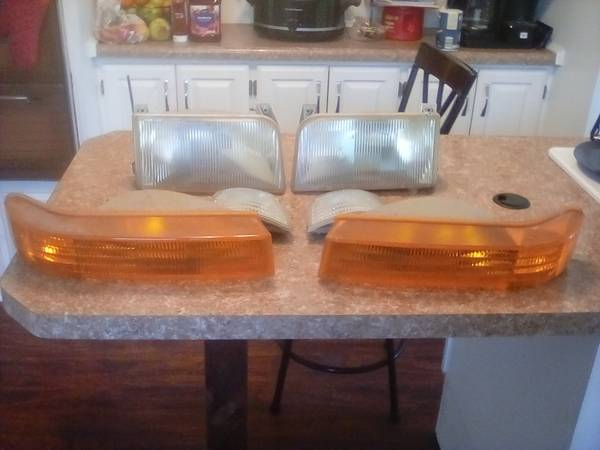 Photo 1996 Ford F150 Front Headlight Kit used - $40 (East Moline)