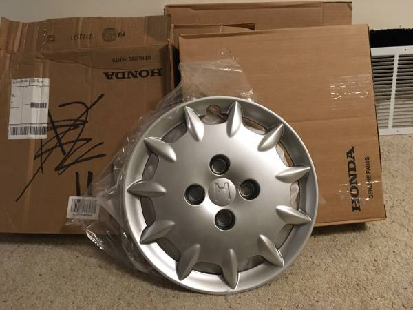 Photo 2001-2002 New Honda Wheel Covers - $60 (Eldridge IA)