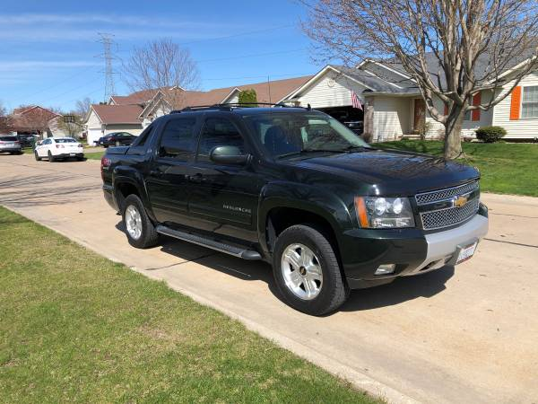 Photo 2013 Chevy Avalanche - $21900