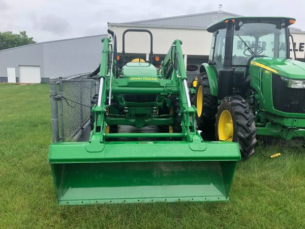 Photo 2018 John Deere 5075E Utility Tractor - $35,950 (Davenport)