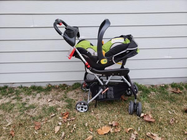 Photo Baby Trend Black Snap-N-Go Universal Stroller - $30 (BETTENDORF)