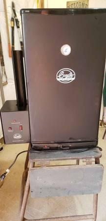 Photo Bradley Electric Smoker - $125 (Calamus)