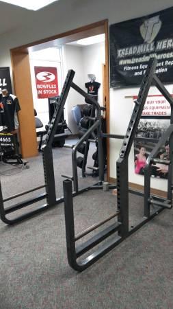 Photo CYBEX Half Rack Squat Rack - Gym Equipment - $375 (Wilton)