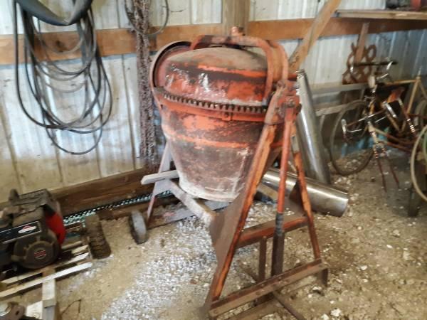 Photo Concrete Mixer - $450 (Cambridge)
