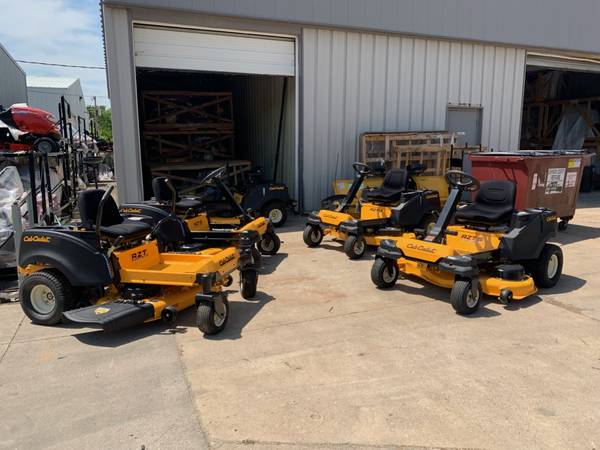Photo Cub Cadet Winter Zero Turn Clearance Sale- 46, 50 inch- 0 Financing - $1999 (North Liberty, IA)