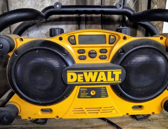 Photo Dewalt Jobsite Radio  Battery Charger - $50 (Chadwick)