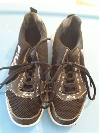 Photo Fila Tennis Shoes, Womens Size 8 (Reduced) - $8 (Silvis, IL)