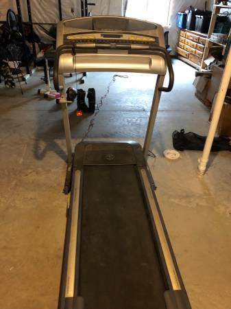Photo Golds gym treadmill - $150 (Davenport)