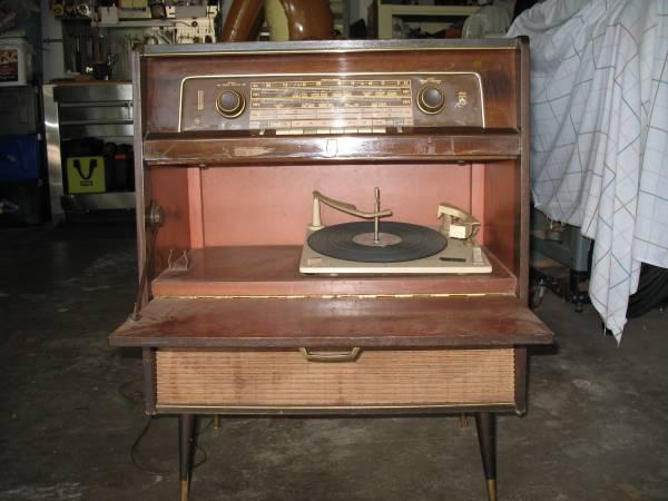 Photo Grundig Majestic console stereo - $80 (Rock Island)