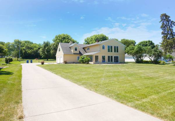 Photo House on Mississippi River with Boat Dock - Owner Financing (Rapids City, IL , Davenport, IA, Le Claire, IA)