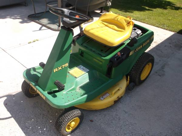 Photo John Deere RX75 Riding mower - $150 (Davenport)