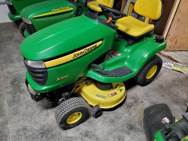 Photo John Deere X300 Lawn Tractor - $1150 (Tipton)