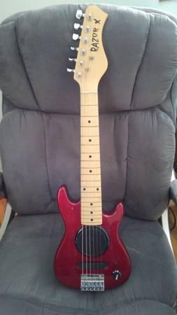 Photo Mini guitar and Peavey guitar case (Clinton IA)