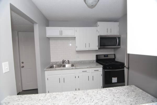 Photo Near Schools  Parks  1 Bedroom Apartment for Rent (825 Devils Glen Rd Unit 11 Bettendorf IA)