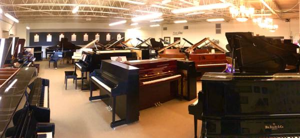 Photo New  used pianos Shop from home  video chat  demos available (Rock Island)