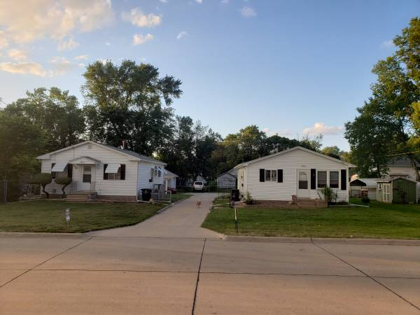 Photo Selling my two Homes (Rock Island)