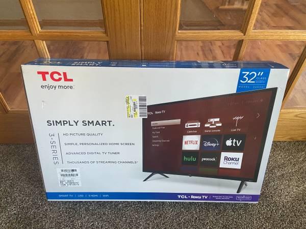 Photo TV 32 inch smart TV - $130 (Davenport)