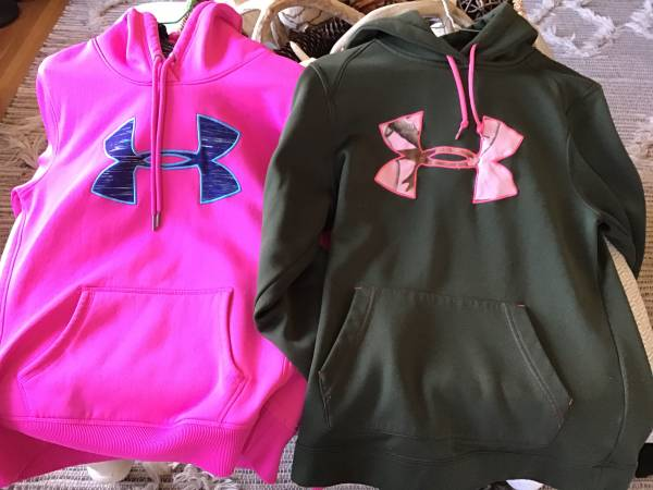 Photo Under Armour hoodies womens small - $15 (Rock island)