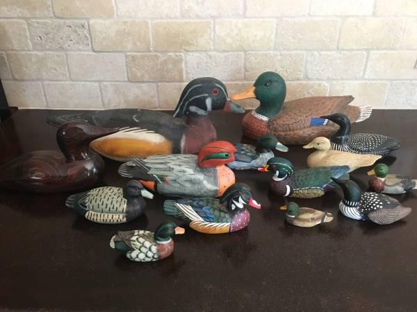 Photo Vintage duck wood decoys and ceramic figures - $30 (Moline)
