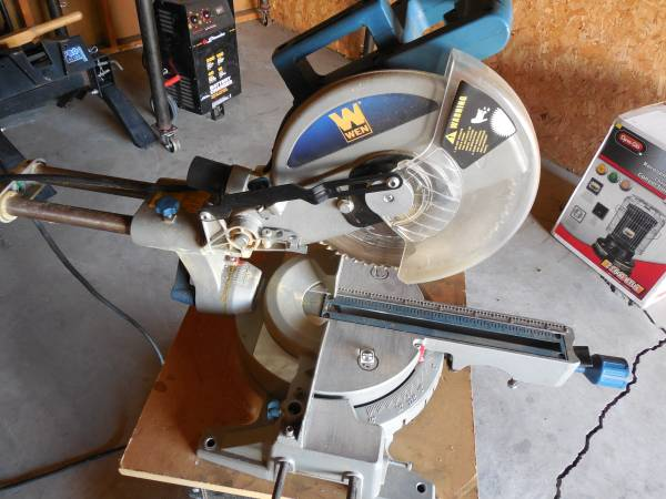 Photo compound miter saw - $120 (Rock Falls)