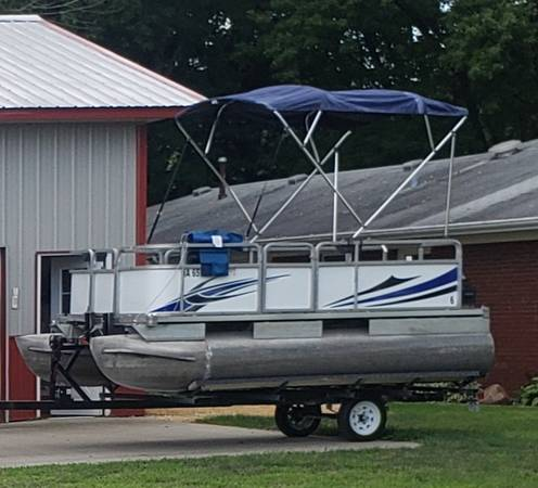 Photo custom built mini pontoon - $6,500