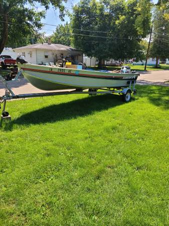 Photo for sale alumacraft boat , motor and trailer - $2,000 (Prophetstown)