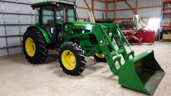Photo 2014 John Deere 5100E Tractor and Loader - $45,950 (New Hton)
