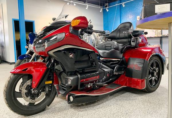 Photo 2015 Honda Goldwing Motor Trike-Like New Condition All trades welcome - $26,999 (Quincy, IL)