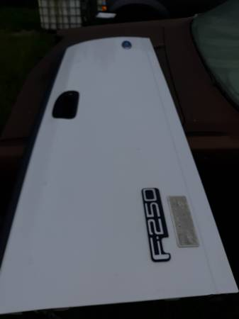 Photo 97-03 Ford tail gate - $225 (Hannibal)