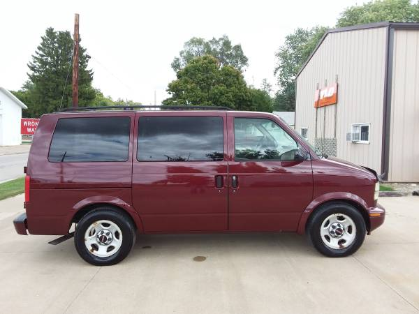 Photo AWD 2003 GMC SAFARI CHEVY ASTRO - $7,900 (MACOMB, IL)