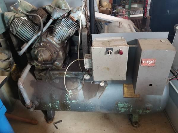 Photo Air Compressor 25 Hp - $2,100 (Monroe City)