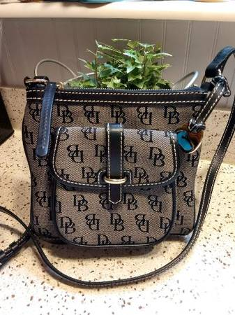 Photo DOONEY AND BOURKE PURSES - QTY OF 14- PRICES LISTED - $1 (HOUSE SPRINGS)