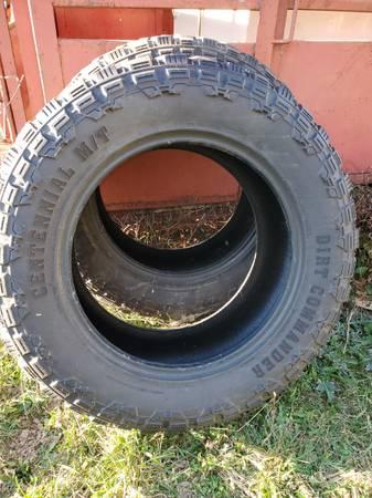 Photo Dirt commander tires - $100 (HANNIBAL)