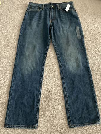 Photo GAP jeans NWT 32x32 Straight Leg Mid Rise Blue New pants - $30 (CHESTERFIELD)