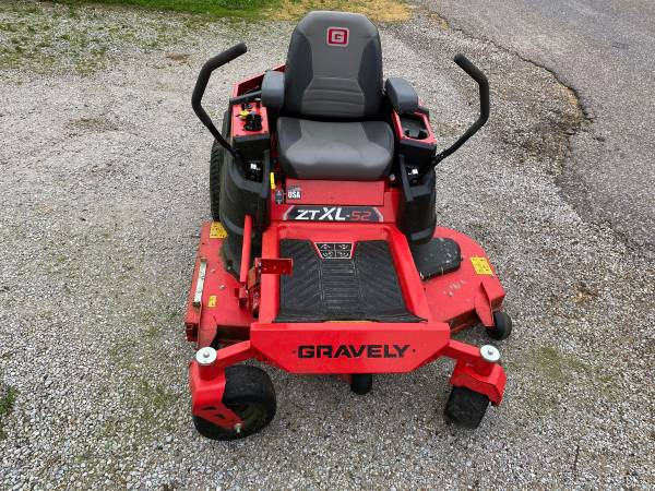 Photo Gravely zero turn mower lawn tractor Like New - $2900 (Nauvoo)